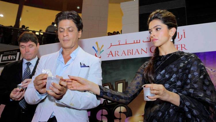 SRK And Deepika Take Coffee During The Promotion Of Chennai Express At Dubai