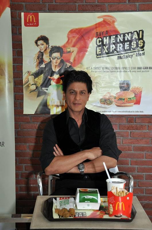 Shahrukh Khan Visits Mcdonalds Store For Promoting Chennai Express