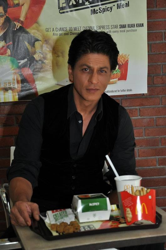 Shahrukh Posed With McSpicy Meals At McDonalds During The Promotion Of Chennai Express