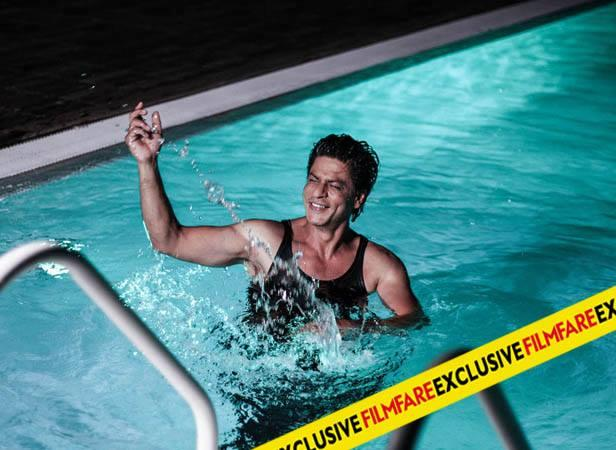 SRK Cooled Look In Water On The Sets Of Filmfare Magazine August 2013 Issue Photo Shoot