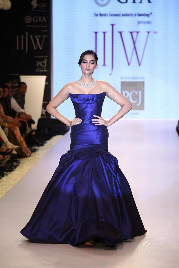 Gorgeous Sonam Kapoor On The IIJW Ramp 2013