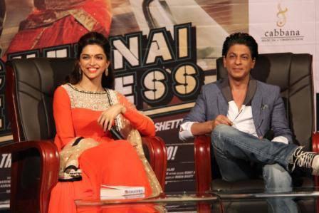 Deepika And SRK Smiling Look During The Promotion Of Chennai Express At LPU In Jalandhar