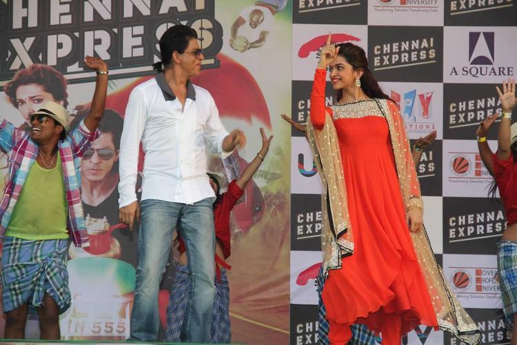 SRK And Deepika Present During The Promotion Of Chennai Express At LPU In Jalandhar