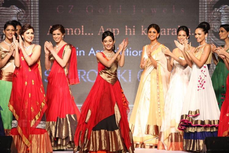 Amrita Rao Latest Still On The Ramp Of  IIJW 2013