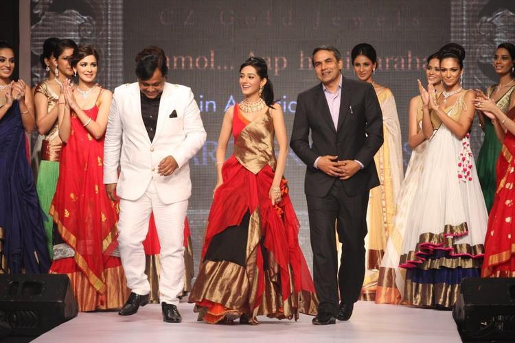Amrita Rao Looking Amazing In AGNI Jewels At IIJW 2013