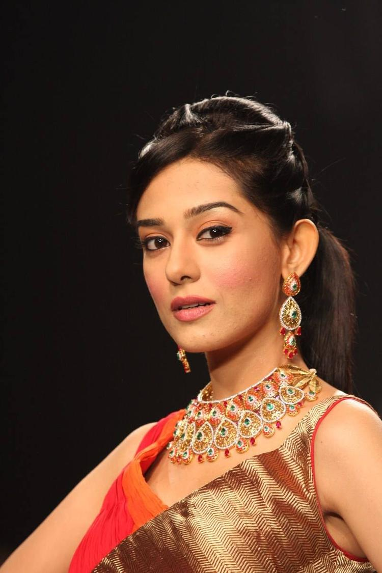 Amrita Rao Stunning Pic For AGNI Jewels At IIJW 2013