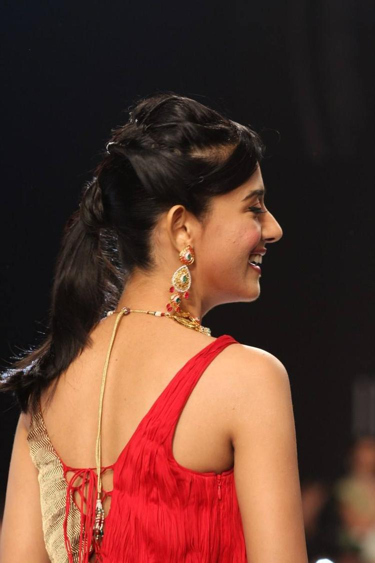 Gorgeous Amrita Rao Smiling Pic On The Ramp At IIJW 2013
