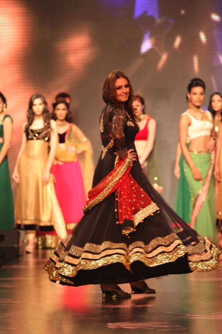 Amazing Huma Qureshi At IIJW 2013 For Auro Gold Show