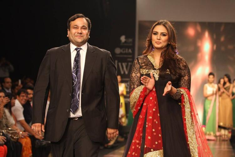 Huma Qureshi And Nirav Modi Walking The Ramp For Auro Gold Show At The IIJW