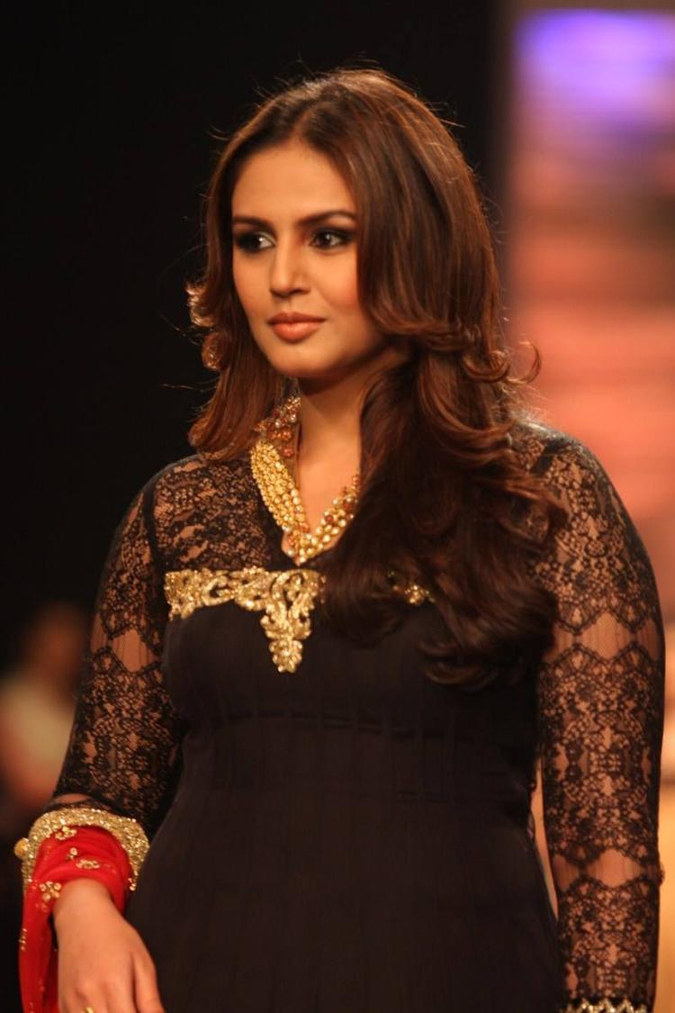Huma Qureshi At Auro Gold Show For IIJW 2013