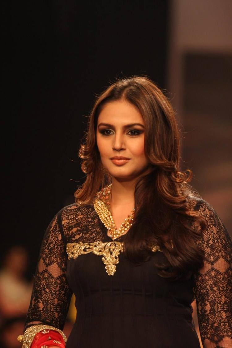 Huma Qureshi Nice Look During The Ramp At IIJW 2013