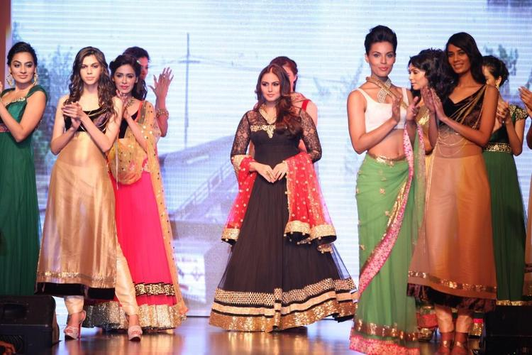Huma Qureshi Ramp Still At IIJW 2013 For Auro Gold Show
