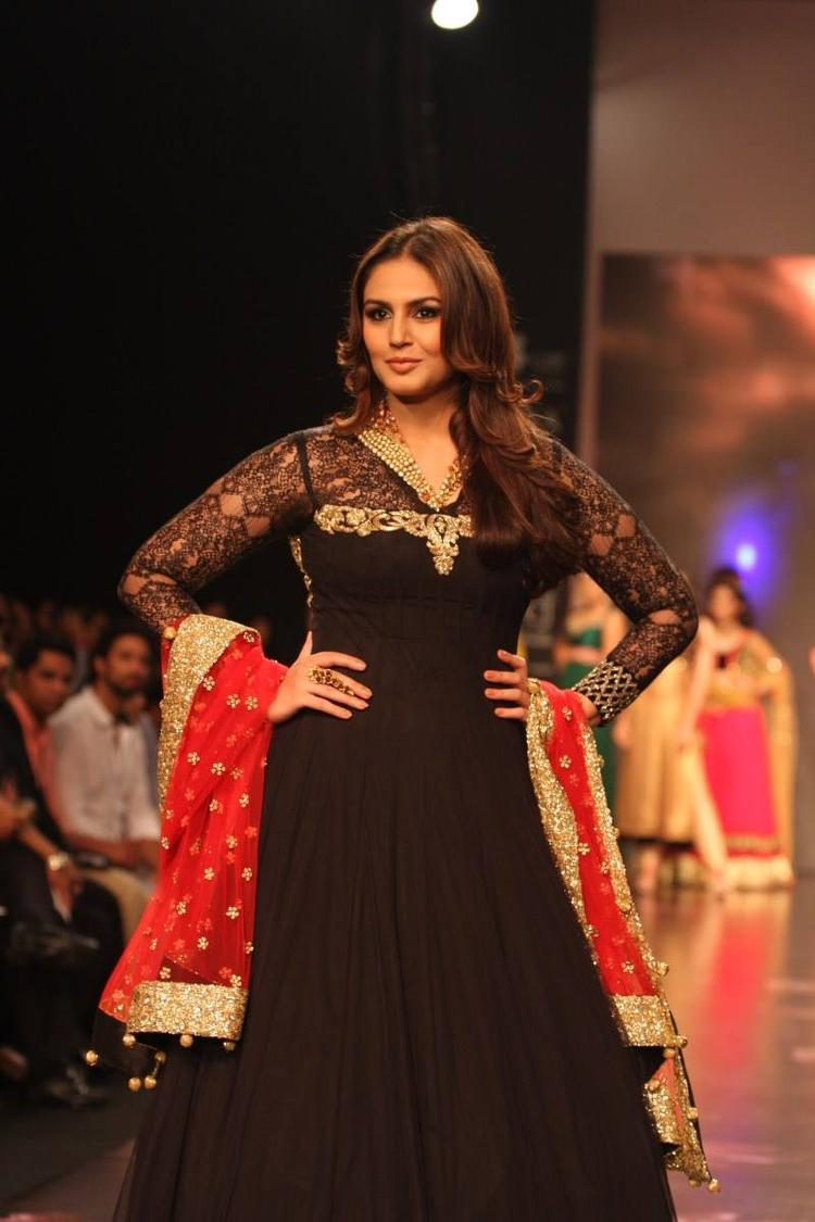 Huma Qureshi Showstopper For Auro Gold Show At The IIJW 2013