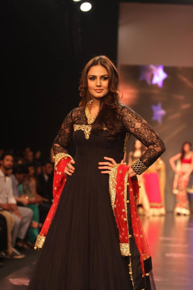 Huma Qureshi Walks For Auro Gold Show At The IIJW 2013