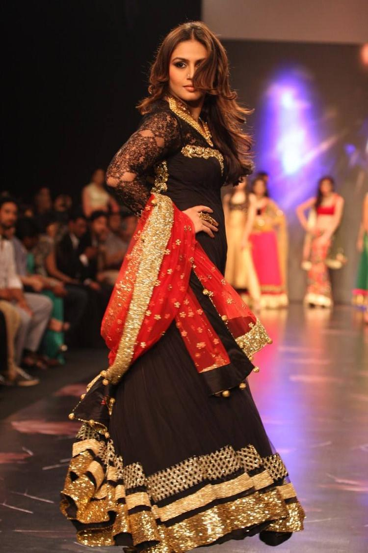 Huma Qureshi Walks The Ramp For Nirav Modi At IIJW 2013