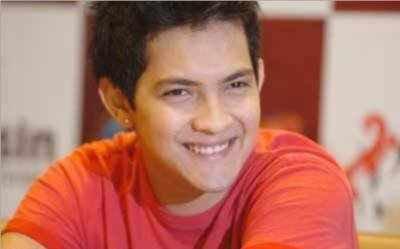 Aditya Narayan Cute Smilling Rare Pic