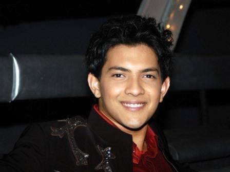 Music Composer And Singer Aditya Narayan Cute Smile Stunning Pic