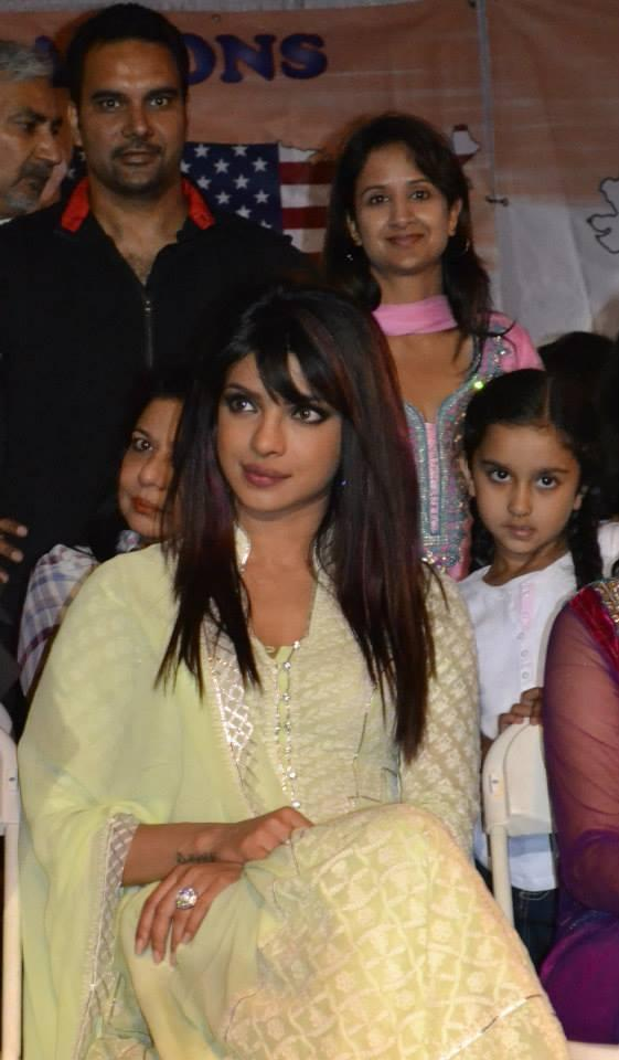 Priyanka Chopra Cool Gorgeous Look During The India Day Parade 2013 In LA