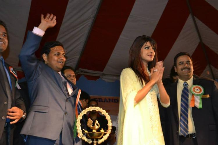 Priyanka Chopra Greets Her Fans During The India Day Parade 2013 In LA