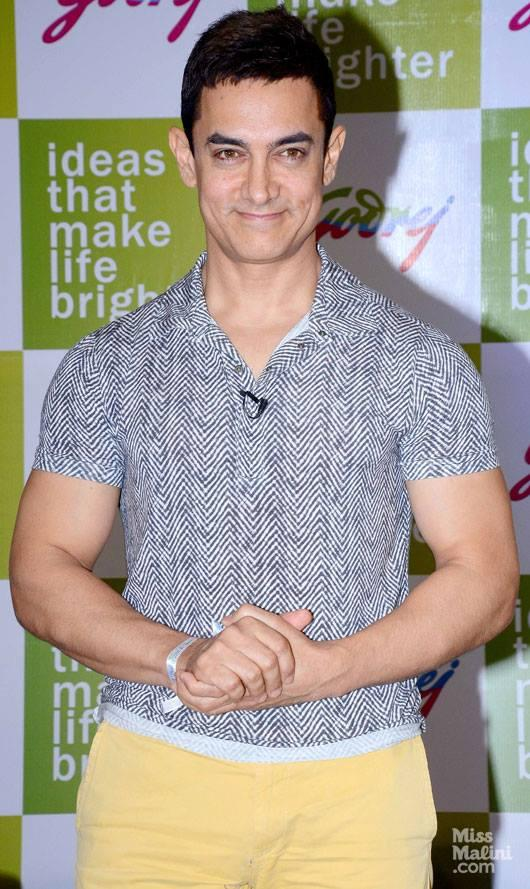 Aamir Khan Sweet Smile Pic During Visits Godrej Campus In Northeast Mumbai