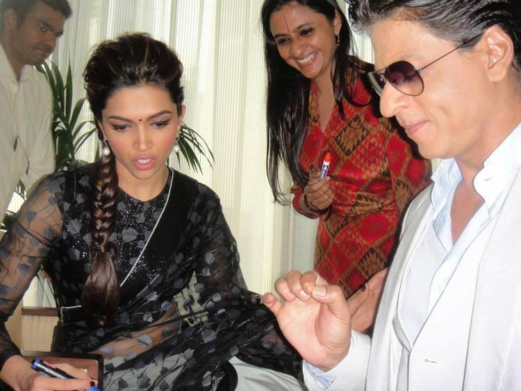 Deepika And SRK Dazzling Look Still
