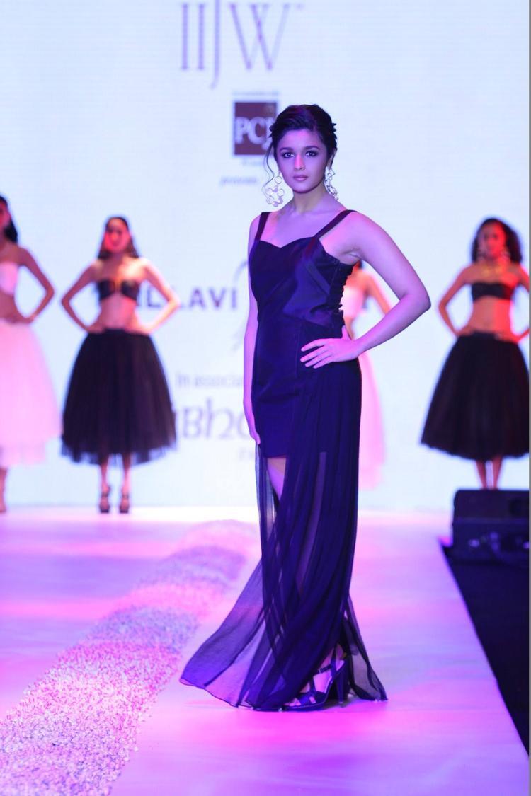 Alia Bhatt Walked The Ramp For The Jewellery Designer Pallavi Foley