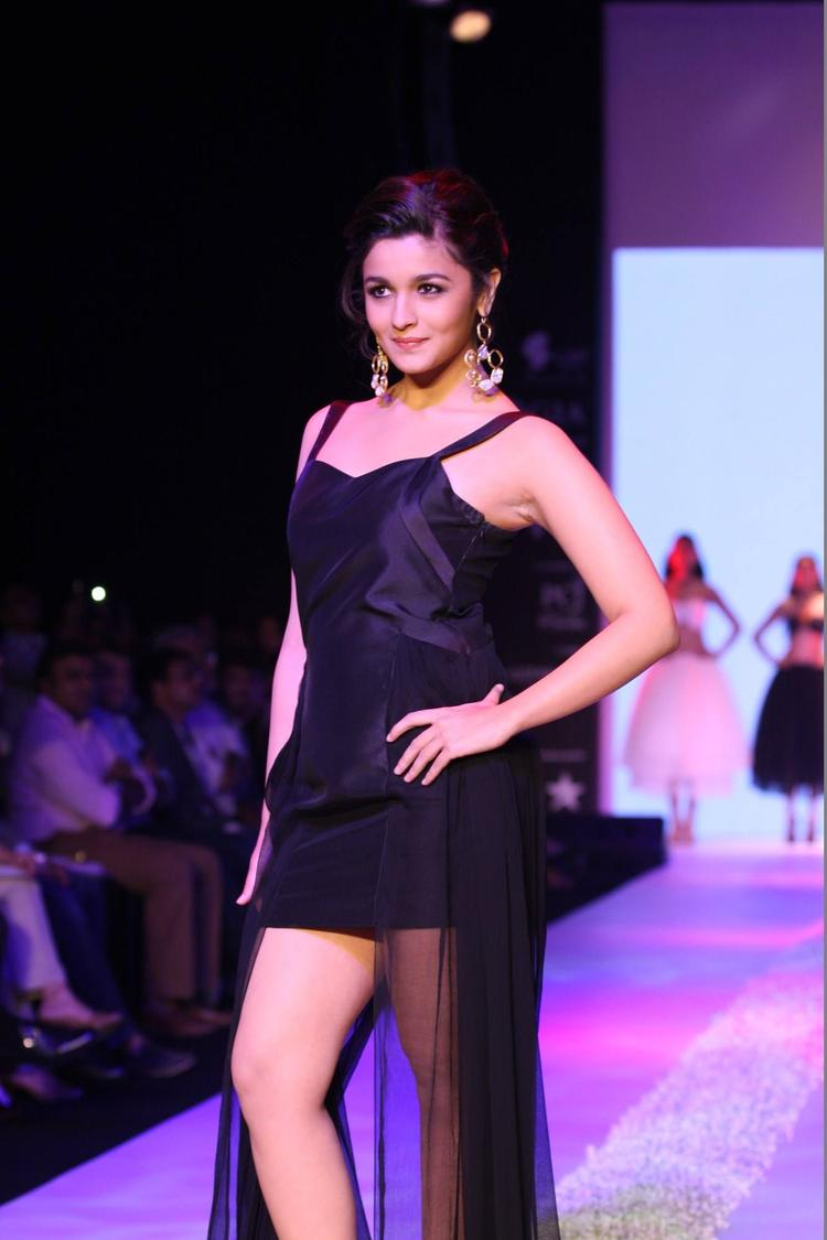 Amazing Alia Bhatt Showstopper For Abharan Jewellers At IIJW 2013