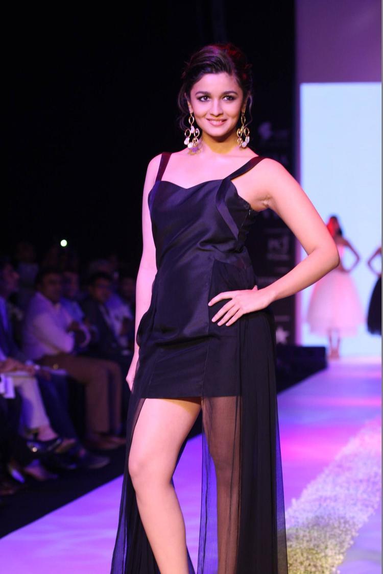 Bollywood Diva Alia Bhatt At IIJW 2013 For Jewellery Designer Pallavi Foley