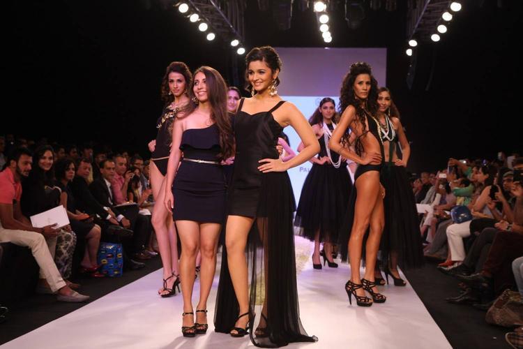 Bollywood Hottie Alia Bhatt Showstopper For Abharan Jewellers At IIJW 2013