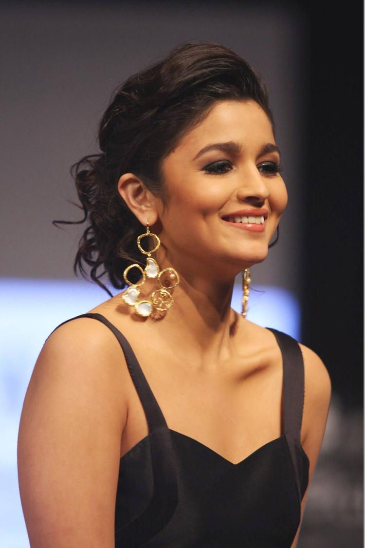 Cute Bubly Girl Alia Bhatt At IIJW 2013 For Jewellery Designer Pallavi Foley