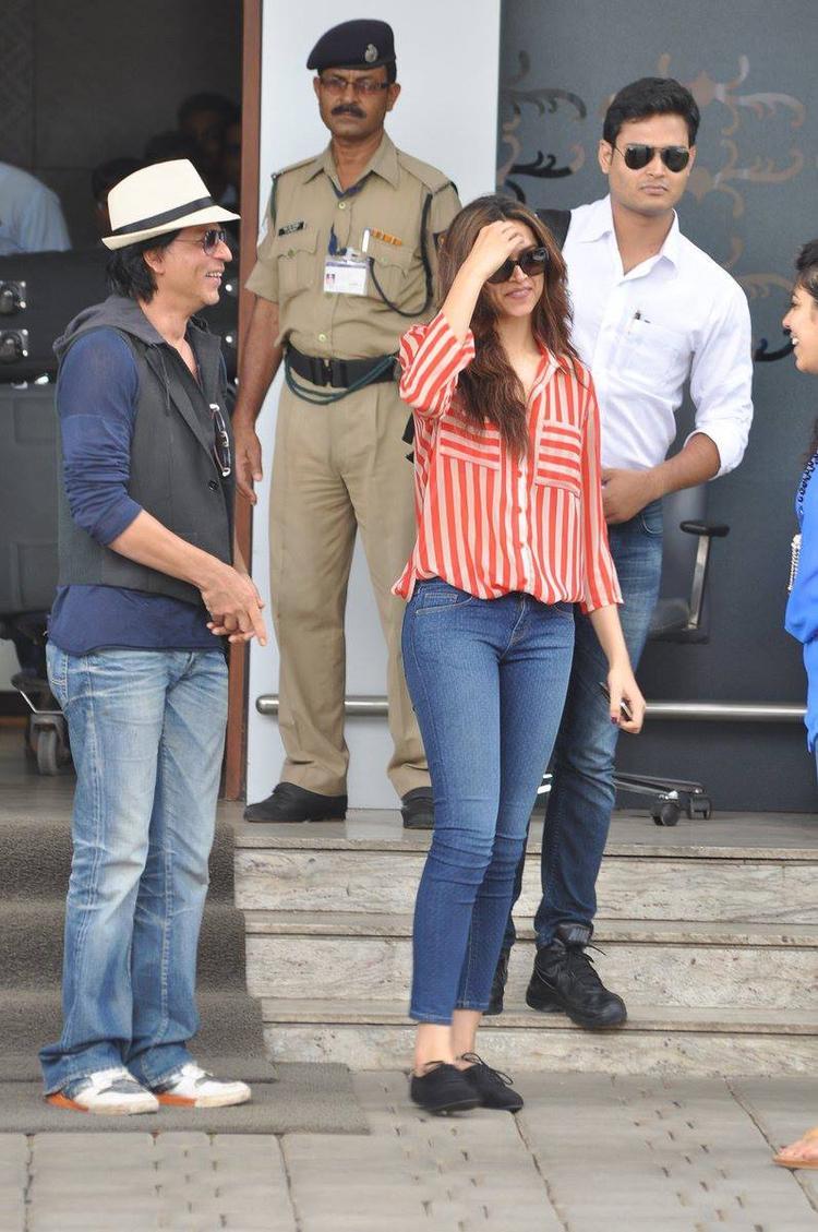 SRK And Deepika Dazzling Look Photo Still