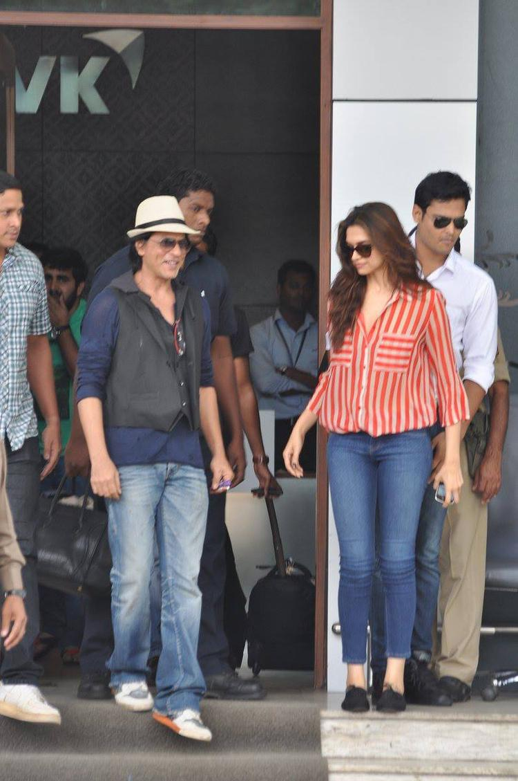 SRK And Deepika Nice Look Still