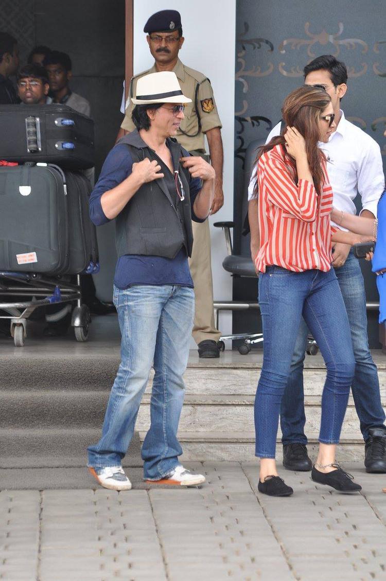SRK And Deepika Snapped At Mumbai