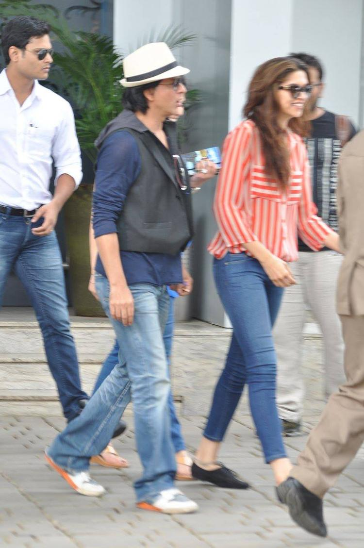 SRK And Deepika Stylish Look Photo Still