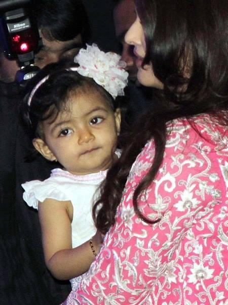 Aaradhya Bachchan Hogs Limelight At Mom Aishwarya's Event