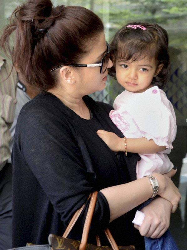 Aishwarya Spotted With Her Daughter Aaradhya At Mumbai Airport Return From Cannes Film Festival
