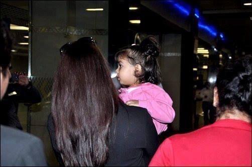 Cute Baby Aaradhya With Mom Aishwarya Latest Photo