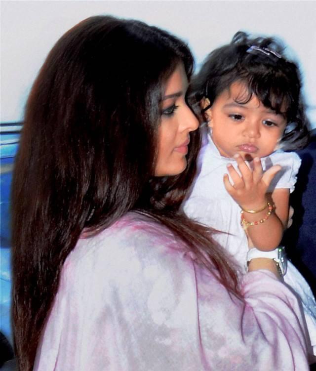 Mommy Aishwarya Rai's Sweetheart Aaradhya Bachchan