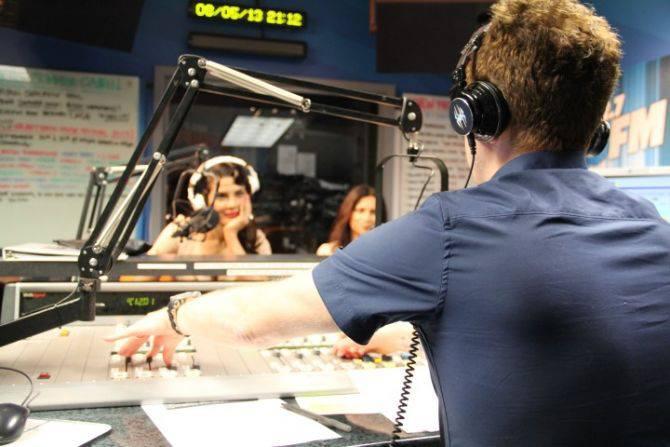 Priyanka Chopra Record Her Debut Single Exotic In 1027kiis FM At LA