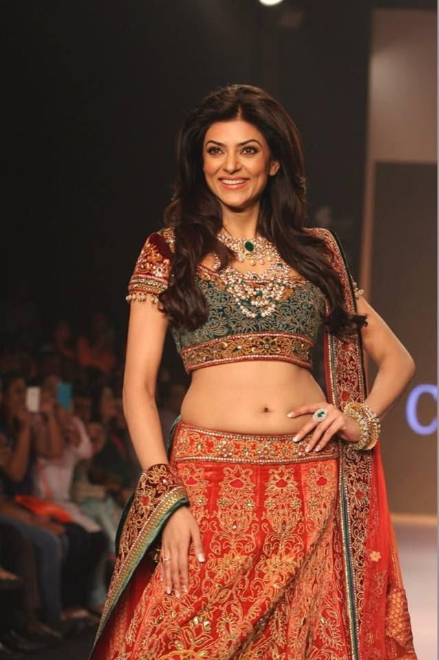 Bollywood Actress Sushmita And Models Walk The Ramp Displaying The Charu Jewels Collection During IIJW 2013