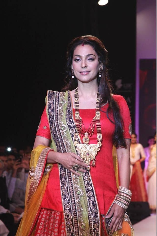Actress Juhi Chawla Turned Showstopper For Shringar Jeweller's Mangalsutra Collection At IIJW 2013