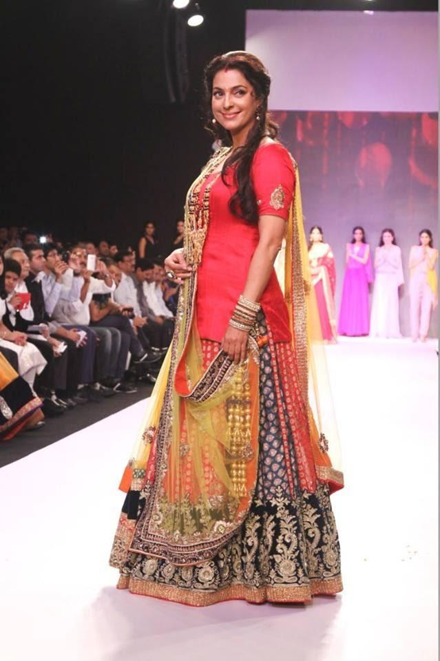 Bubbly Babe Juhi Chawla Walks The Ramp For Shringar At IIJW 2013