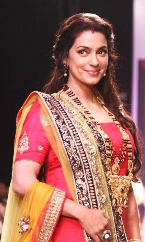 Elegant Bollywood Star Juhi Chawla Walks The Ramp For Shringar At IIJW 2013
