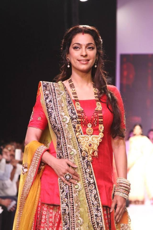 Stunning Juhi Chawla Walks The Ramp For Shringar At IIJW 2013