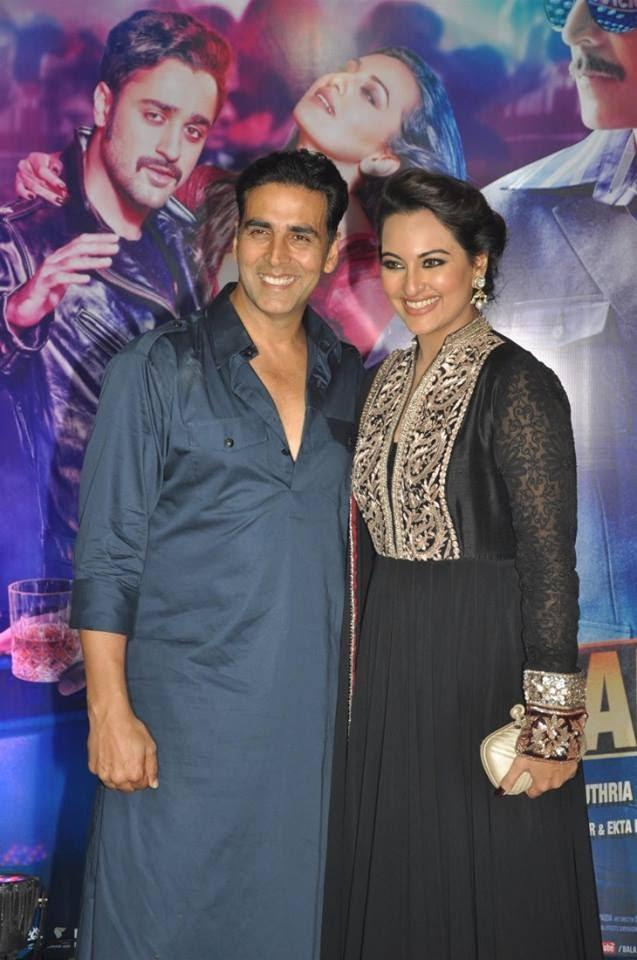 Akshay And Sonakshi At Ekta Kapoor's Iftar Party To Promote OUATIMD