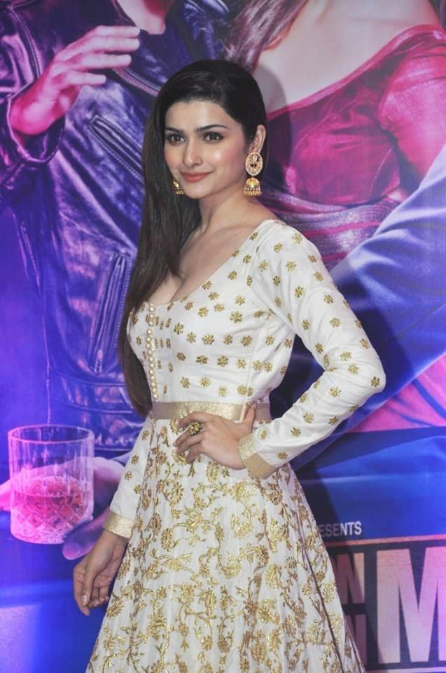 Sonam Kapoor Looking Fab In This Outfit At Ekta Kapoor's Iftar Party