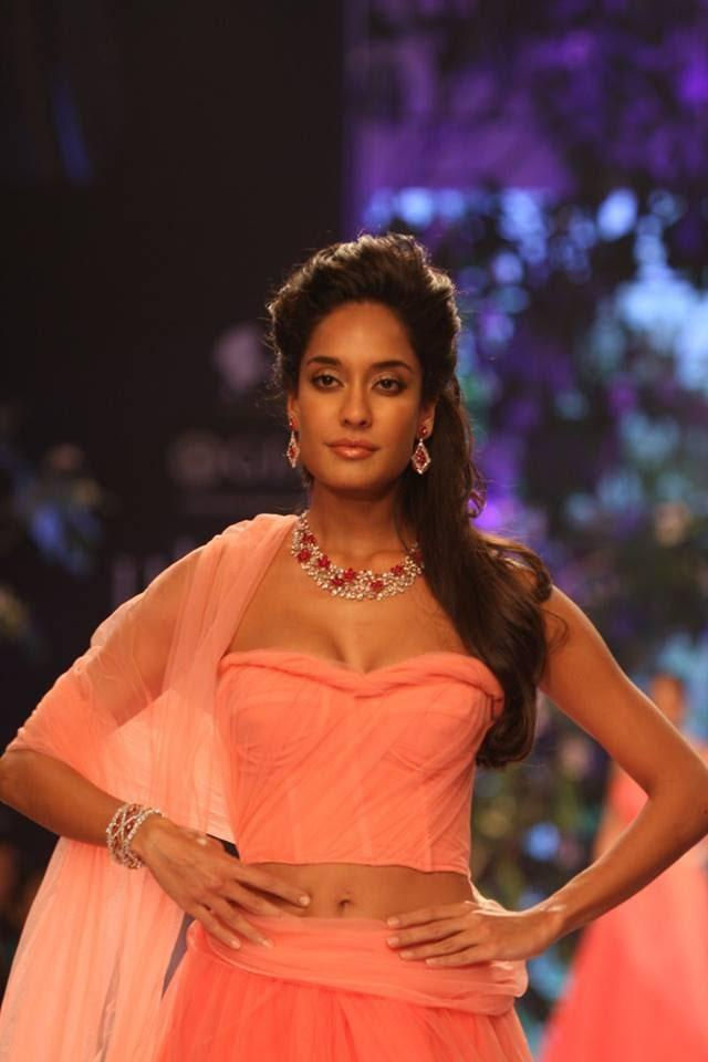 Glamour Lisa Haydon Nice Pic On Ramp At IIJW 2013