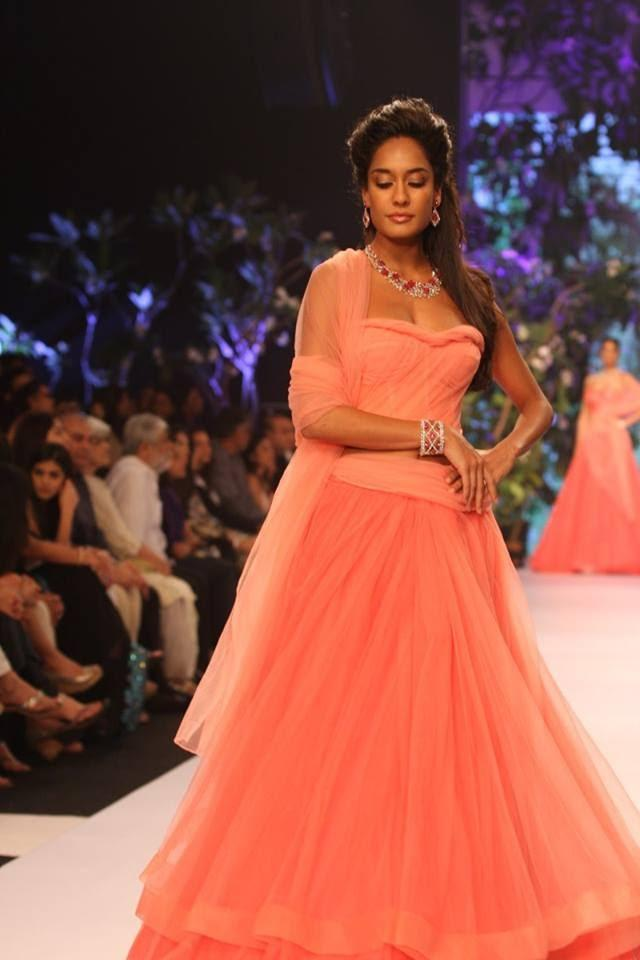 Lisa Haydon Looking Beautiful In Pink Gown At IIJW 2013