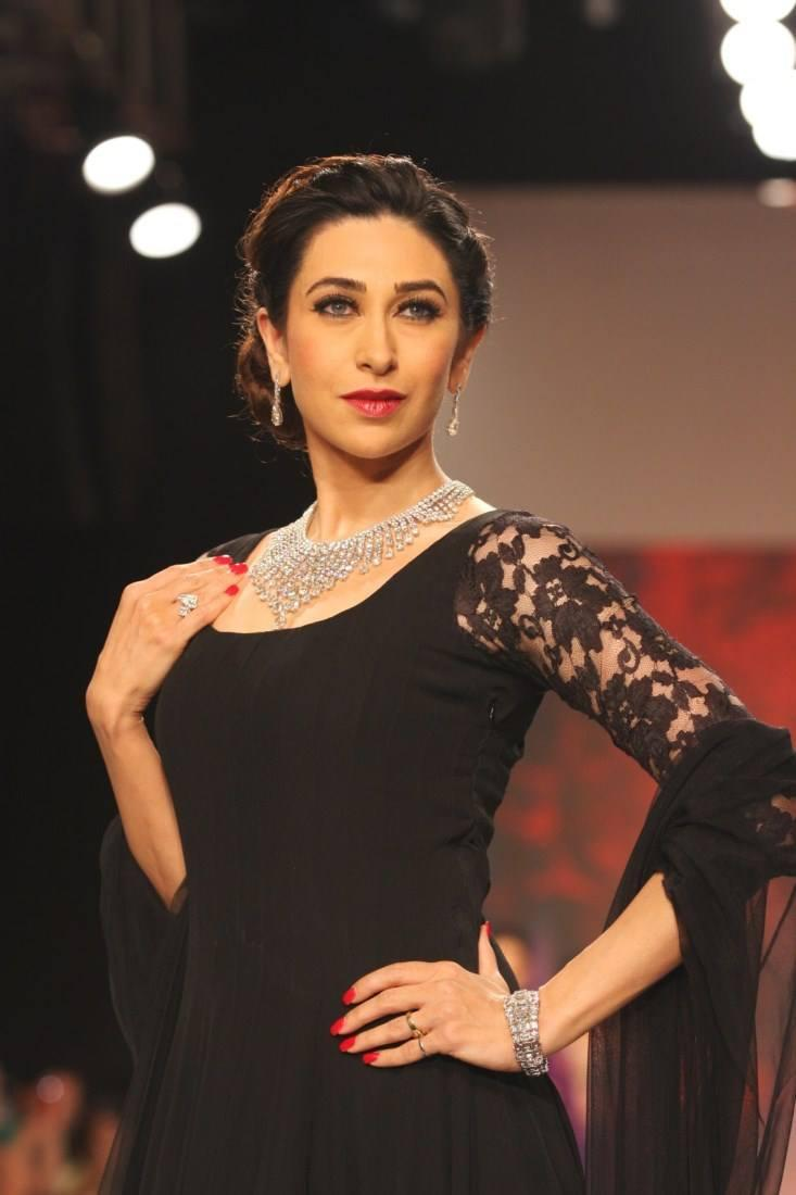 Karisma Kapoor In Manish Malhotra Anarkali Black Dress On Ramp At IIJW 2013