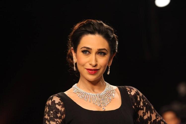 Karisma Kapoor In Vijaya Kapoor For Kays Jewels At IIJW 2013